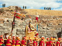 The arrival of the Inca at the Sacsayhuaman fortress.